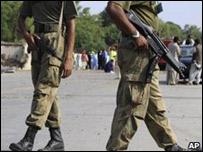 جنديان من الجيش الباكستاني