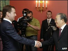 Russian President Dmitry Medvedev and Chinese Deputy Foreign Minister Dai Bingo  (29 May)