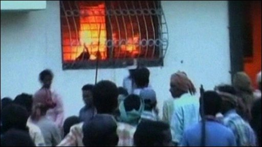 Maoists set fire to an abandoned police station