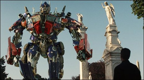 Sam (Shia LaBeouf) meets Optimus Prime