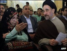 Zahra Rahnavard (L) and Mohammad Khatami  (R)