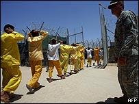 سجناء عراقيون داخل معسكر كوبر في بغداد