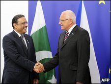 President of Pakistan Asif Ali Zardari (left) meets President of the Czech Republic Vaclav Klaus on June 17, 2009 at European Commission HQ in Brussels