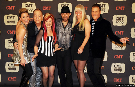Jennifer Nettles, Fred Snider, Kate Pierson, Kristian Bush, Cindy Wilson and Keith Strickland