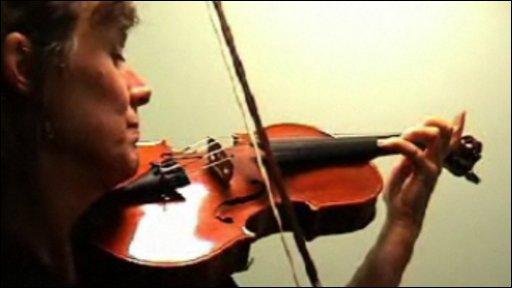 Dorothy Singh plays the violin