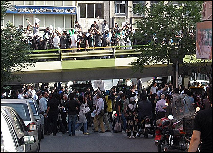 صور أرسلها مستخدمو بي بي سي عن مظاهرات في طهران يوم 18 يونيو حزيران.