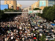 Thousands of Iranians rally in Tehran