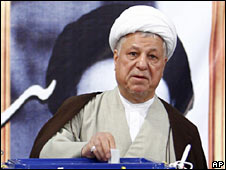 Former Iranian President Akbar Hashemi Rafsanjani votes on 12 June 2009