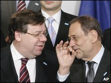 European Union foreign policy chief Javier Solana (R) and Irish Prime Minister Brian Cowen