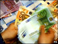 Counting Euro notes