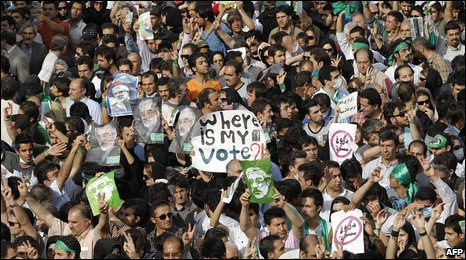 Opposition supporters protest in Tehran (16 June 2009)