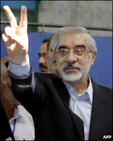 Mir Hossein Mousavi after casting his vote in Tehran (12 June 2009)
