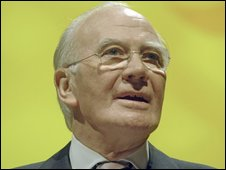 Menzies Campbell giving keynote speech to Lib Dem Conference 2006