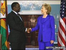 Morgan Tsvangirai shaking hands with Hillary Clinton (12.06.2009)