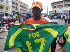 Street vendor sells a Foe shirt