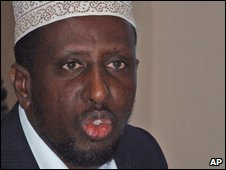 Somali President Sheikh Sharif Sheikh Ahmed addresses a press conference at the Presidential palace in Mogadishu on 18 June 2009