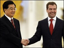 Russian President Dmitry Medvedev (right) with Chinese President Hu Jintao on 17/06/09