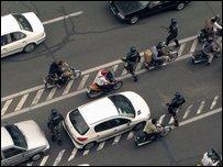 شرطة مكافحة الشغب في شوارع طهران