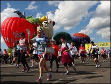 Fun runners set off during the start of the 2009 Flora London Marathon on April 26, 2009 in London