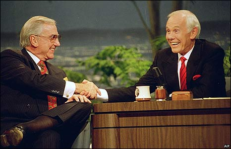 'Ed McMahon and Johnny Carson in 1992' from the web at 'http://newsimg.bbc.co.uk/media/images/45962000/jpg/_45962865_mcmahoncarson1992_ap.jpg'