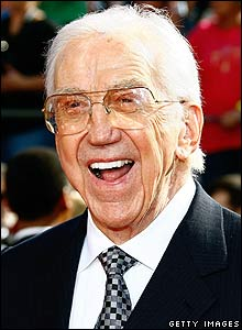 'Ed McMahon' from the web at 'http://newsimg.bbc.co.uk/media/images/45962000/jpg/_45962868_mcmahon220300getty.jpg'