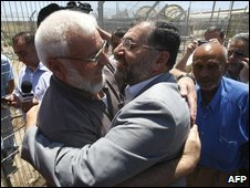 Aziz Dweik greeted by wellwishers at a West Bank checkpoint