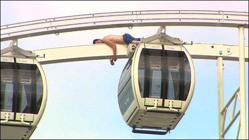 Man climbs Belfast Wheel