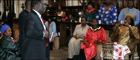 Someone taking a picture of Morgan Tsvangirai