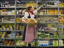 Supermarket shelf-stacker