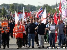 Strikers at Lindsey oil refinery