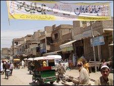 Banner proclaiming Qari Zain's war on Baitullah Mehsud