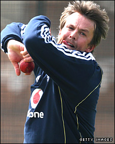 Graeme Swann in action in training for England