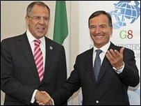 وزير خارجية روسيا ( يسار) ونظيره الايطالي ( يمن)
