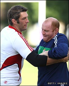 Simon Shaw gets to grips with Martyn Williams in training