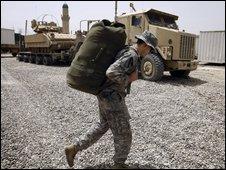 US cavalryman prepares to leave Sadr City