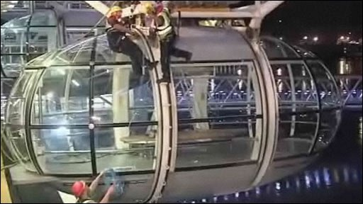 Workers take down a pod from the London Eye