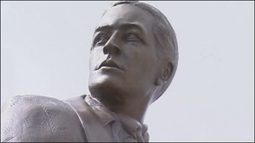 Ivor Novello statue