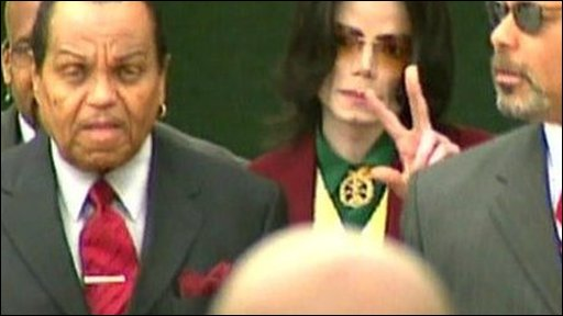 Michael Jackson with his fatehr Joe Jackson