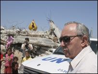 جولدستون يطَّلع على آثار الدمار الذي خلفته الحرب الإسرائيلية على غزة