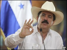 Honduran President Manuel Zelaya speaking to reporters, 26 June 2009