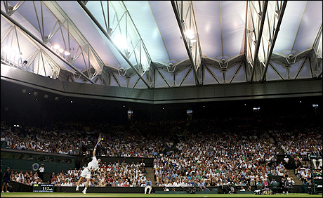Andy Murray serving during his win over Stanislas Wawrinka