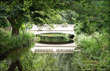 Mirror image of a bridge at Roath Park Lake (Peter Coles)
