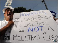 People demonstrate in Tegucigalpa against President Zelaya's return