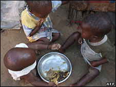 Children with food aid