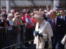 Queen meets crowds outside Holyrood