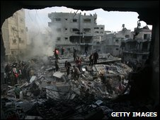 Palestinians search for bodies in rubble of destroyed house of Hamas senior leader Nizar Rayan after an Israeli missile strike in Jabaliya refugee camp on 1 January 2009