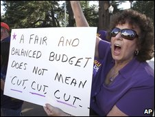 A state employee protests against budget cuts in Sacramento, California (30 June 2009)