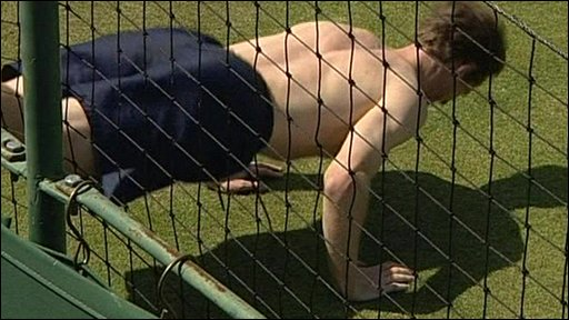 Andy Murray doing a press-up