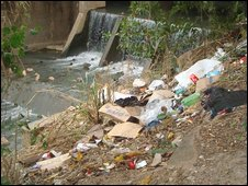 Untreated sewage and rubbish