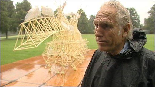 Theo Jansen and sculpture